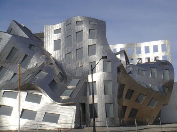 Фото прикол  про здания