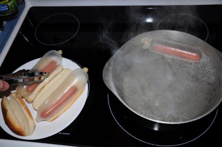 Фото прикол  про презервативы, сосиски и хот дог