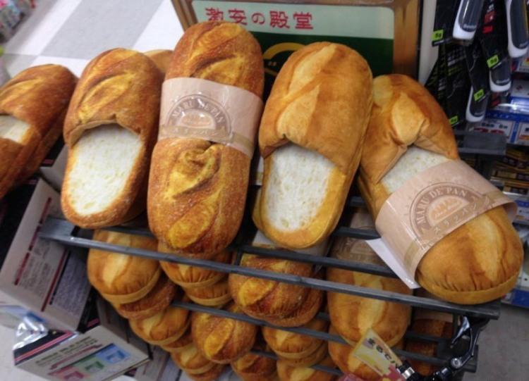 Фото прикол  про хлеб и тапки