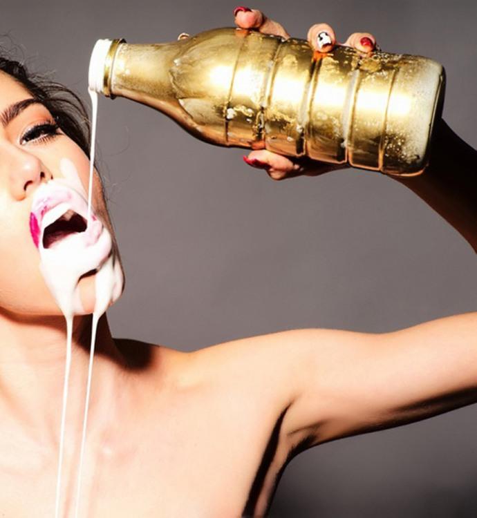 Фото прикол  про молоко и девушек