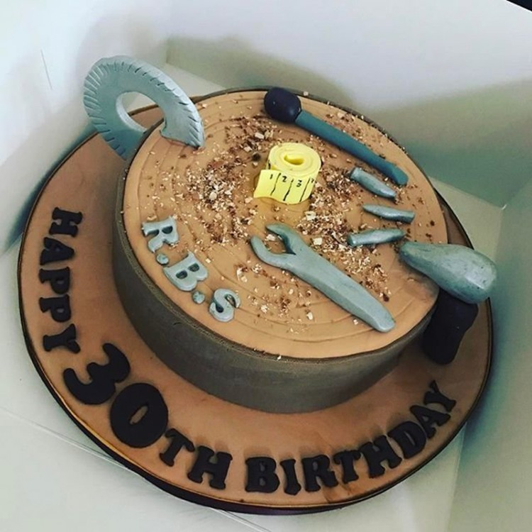 Фото прикол  про торт и инструменты