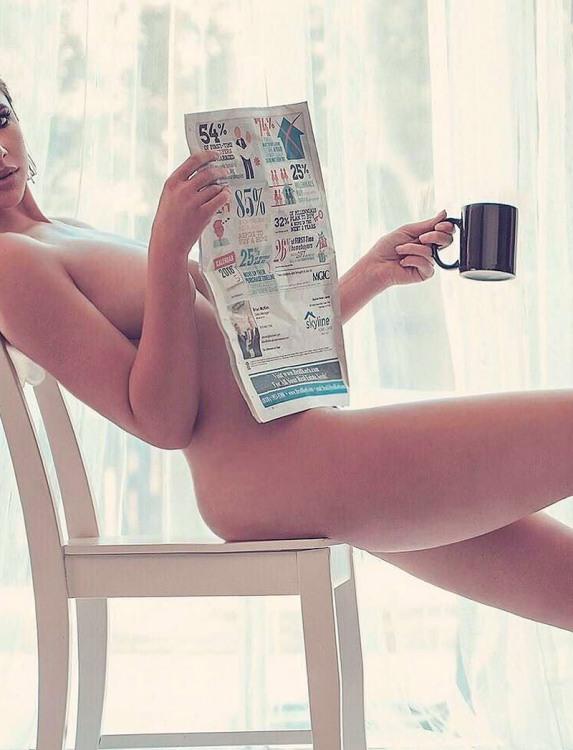 Фото прикол  про женщин, раздетых людей, газеты пошлый