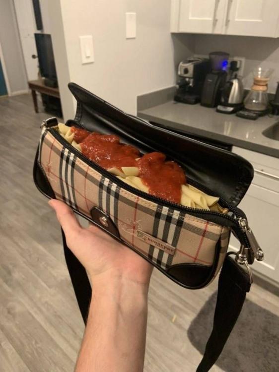 Фото прикол  про женскую сумочку и макароны