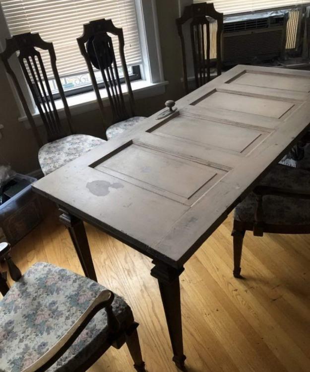 Фото прикол  про стол и дверь