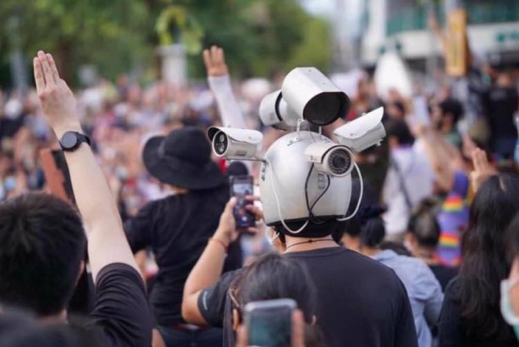 Фото прикол  про шлем и видеокамеру